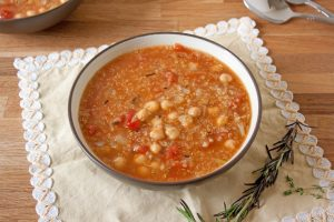 chickpea quinoa and tomato soup