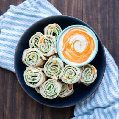 These vegan pinwheels are the perfect snack! Super kid friendly, versatile and easy enough the littles can make them too! #ad #vegansnacks #kidsrecipes