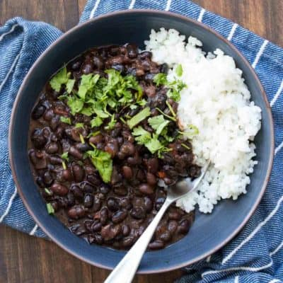 Learn how to make black beans with this incredible Mexican dried black beans recipe! It's simple, loaded with flavor and a family favorite! #veganmexicanrecipes #driedbeanrecipes
