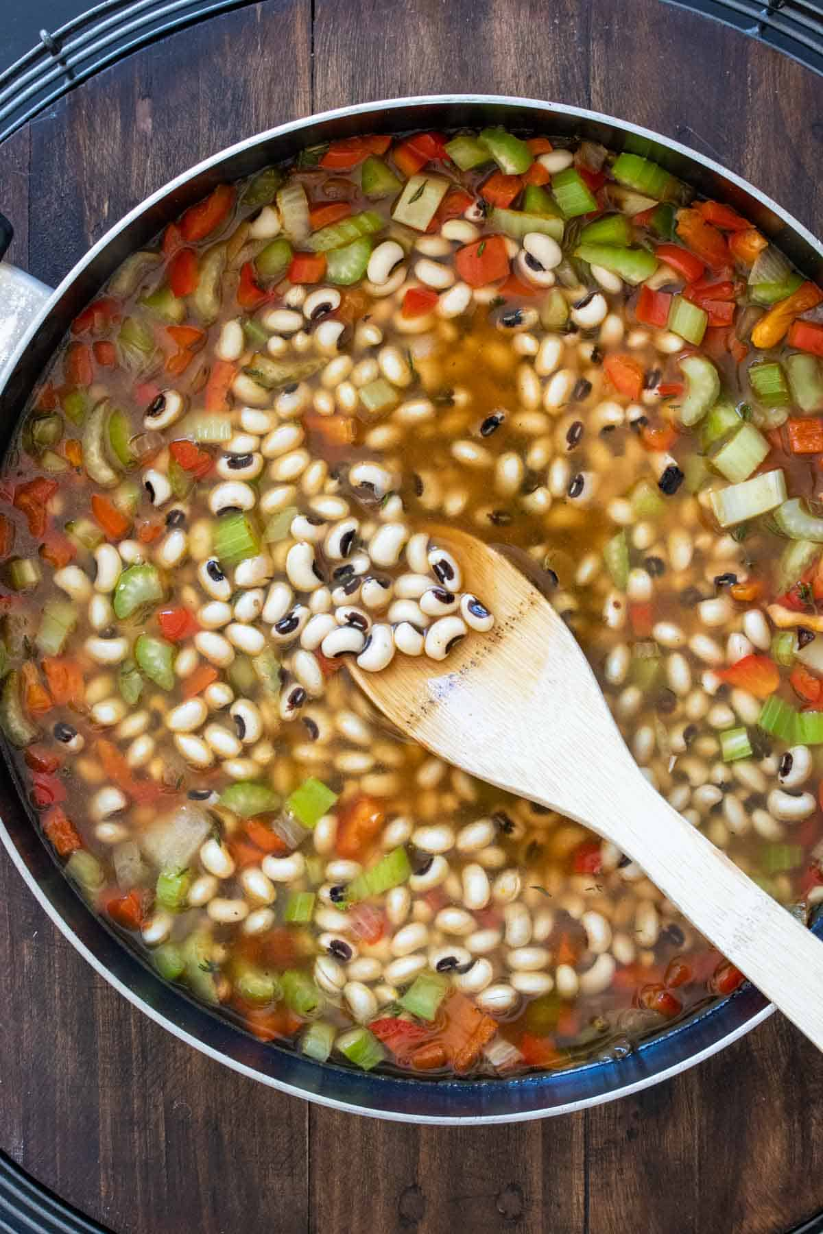 Pan filled with black eyed peas in broth with chopped veggies